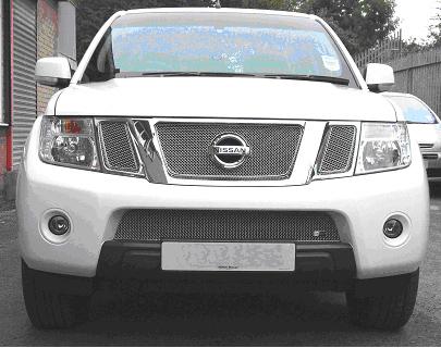 Grilleinsatz unten Nissan Navara ab 2010 Edelstahl schwarz pulverbeschichtet