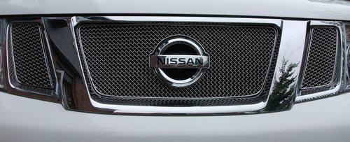 Grilleinsatz oben Nissan Navara ab 2010 Edelstahl schwarz pulverbeschichtet