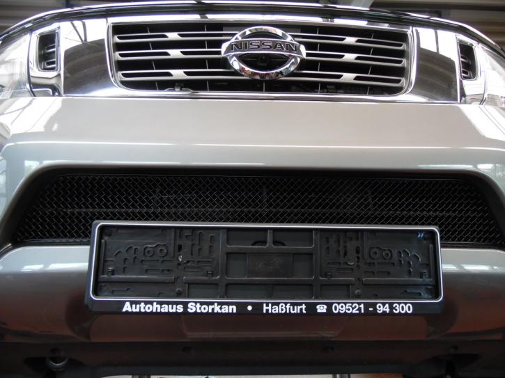 Grilleinsatz unten Nissan Navara NP300 ab 2016 Edelstahl schwarz pulverbeschichtet