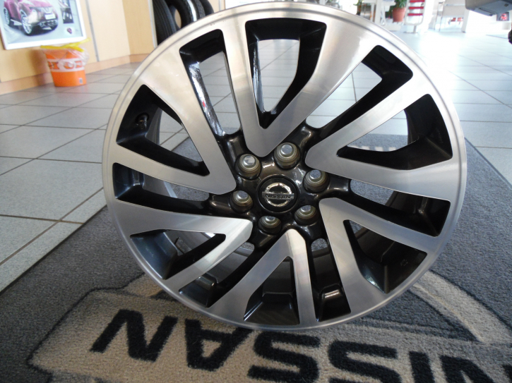 """Nissan Felge  7Jx18""""  original Navara D23"""